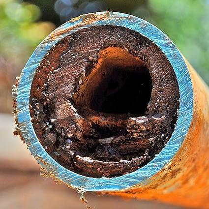Usadené železo a mangán vo vodovodnom potrubí