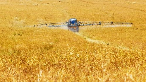 Pesticídy v poľnohospodárstve.