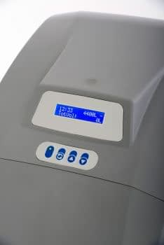 Kvalitný zmäkčovač vody CrystalSOFT IQ - intuitívne ovládanie, podsvietený displej, alarm nedostatku soli