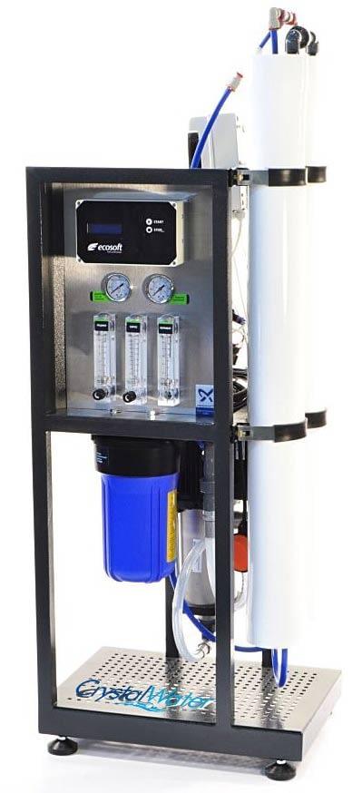 Komerčná reverzná osmóza s výkonom do 530 litrov demineralizovanej vody za hodinu.