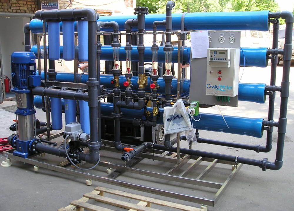 Priemyselná reverzná osmóza s výkonom do 12m³ demineralizovanej vody za hodinu.